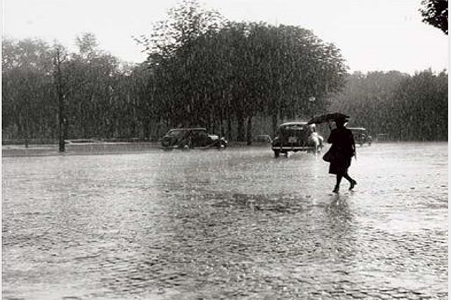 Robert Doisneau, Paris in the rain